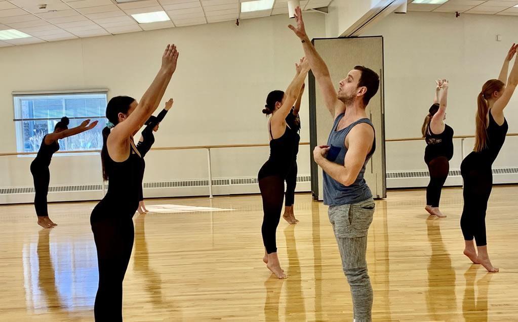 MOMIX dancer teaches Master Class at Long Island High School for the Arts